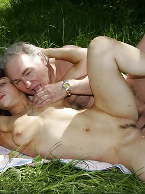 Секс со пожилым мужиком старичком