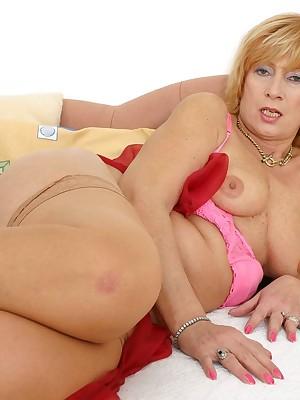 Minha novinha mandando nudes via whatsapp XXX