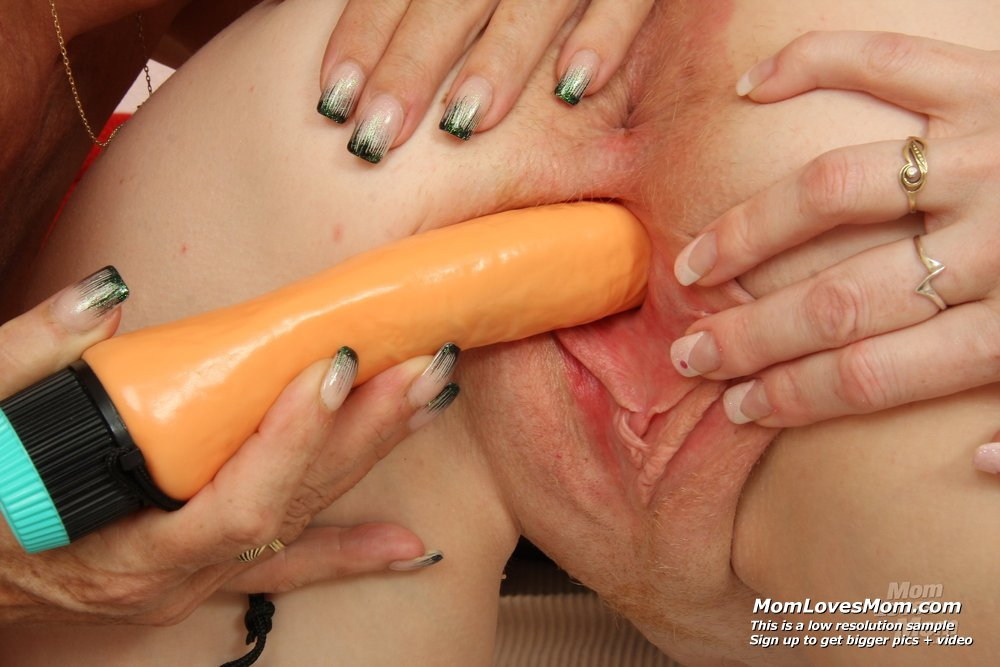 image Cunt sexing in addition to a latex cock plus mature blond