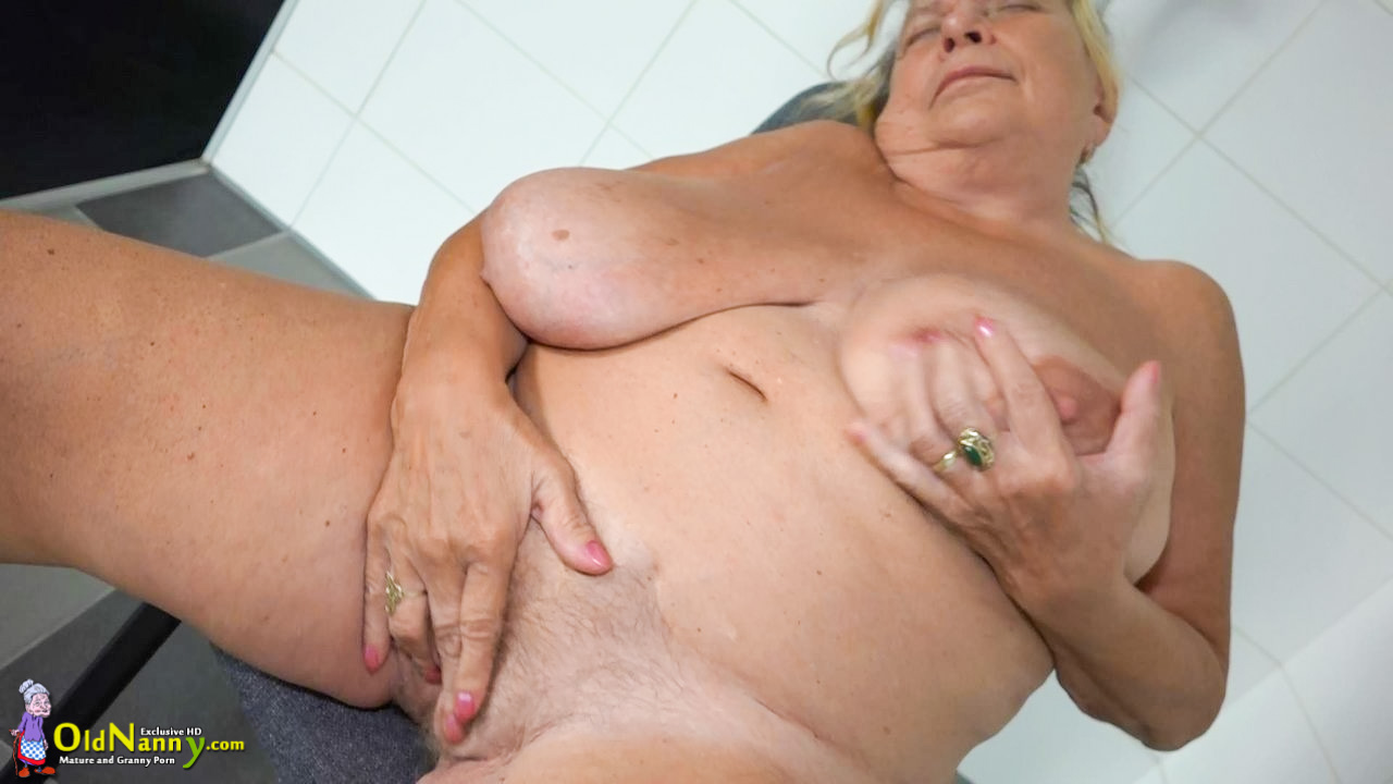Mature couple fuck on holiday 3