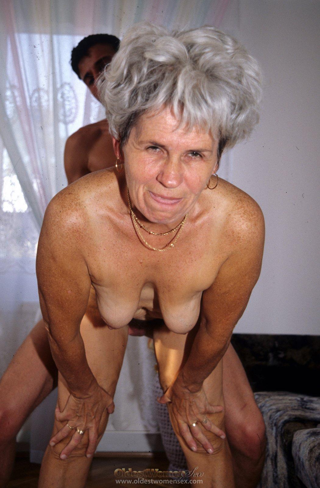 Старых бабушек ебут мальчики 20 фотография