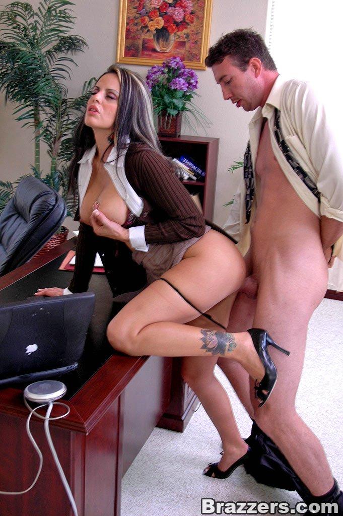 скоро она порно в офисах случайно нас наташкой