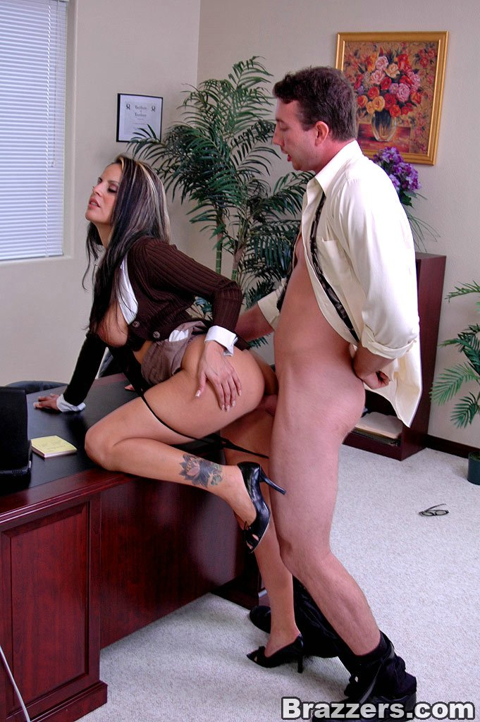 трахаю строгую секретаршу она привыкла
