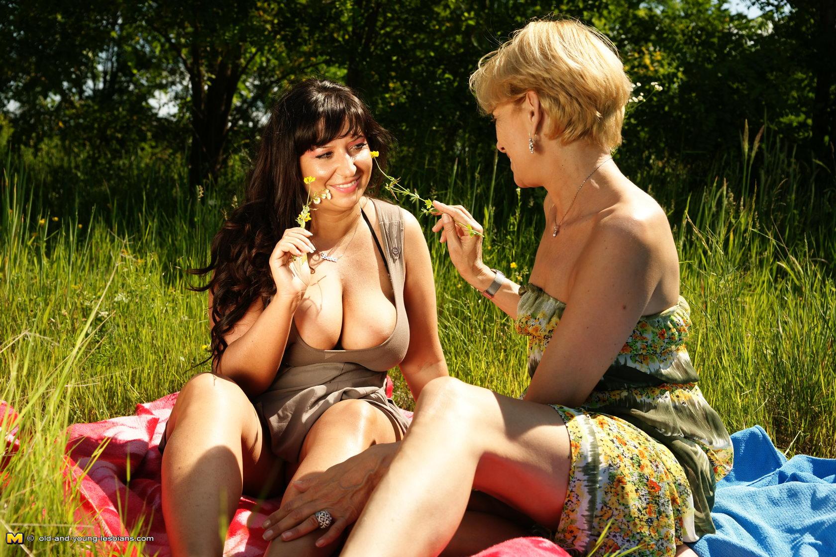 otkrovennoe-video-lesbiyanki
